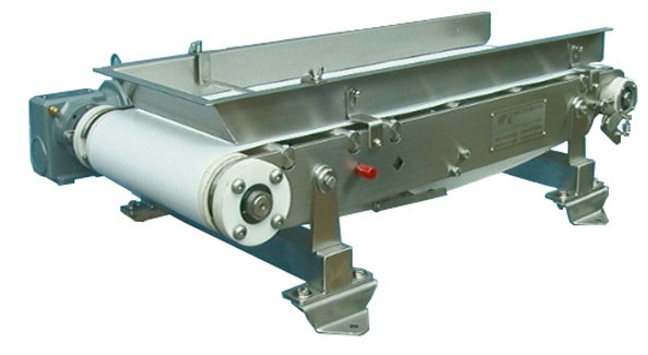 Open construction low capacity weigh belt feeder