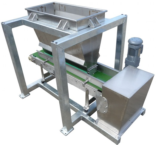 Volumetric belt feeder